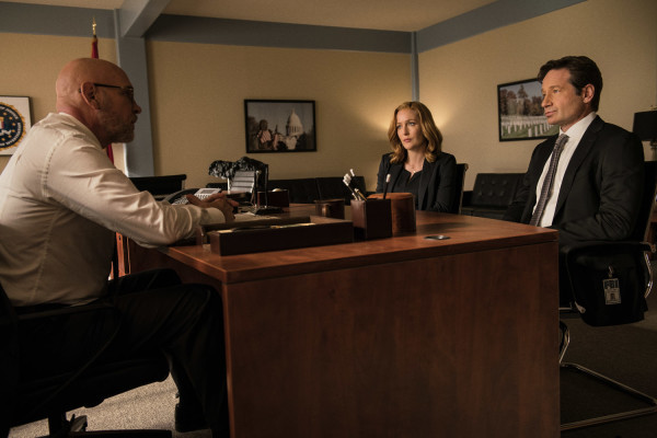 "THE X-FILES:  L-R:  Mitch Pileggi, Gillian Anderson and David Duchovny in the ""Founder's Mutation season premiere, part two, episode of THE X-FILES airing Monday, Jan. 25 (8:00-9:00 PM ET/PT) on FOX.  ©2016 Fox Broadcasting Co.  Cr:  Ed Araquel/FOX"